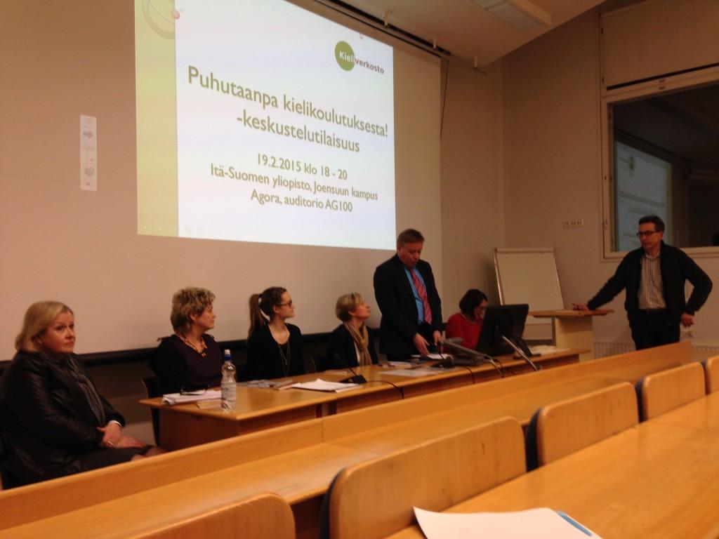 Joensuun panelistit: Raija Elsinen, Anne Siippainen-Miljuhin, Mira Paaso, Heli Hjälm, Petri Kyyrä ja Riitta Myller. Puheenjohtajana Pasi Hartikainen.
