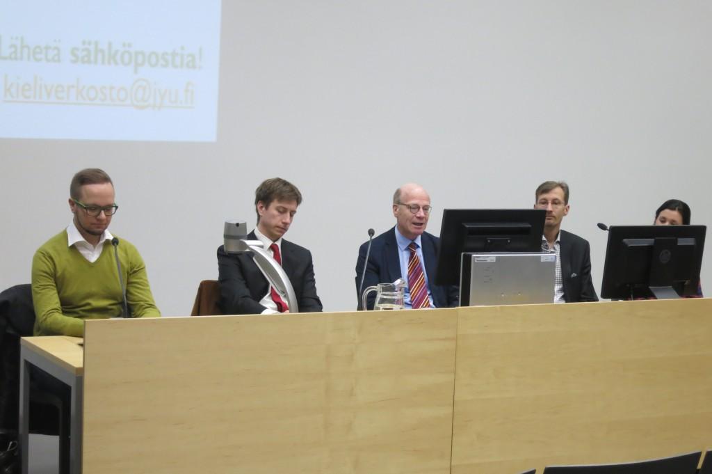 Tampereen panelistit: Olli-Poika Parviainen, Sakari Puisto, Kimmo Sasi, Peer Haataja ja Aleksandra Kunnas.