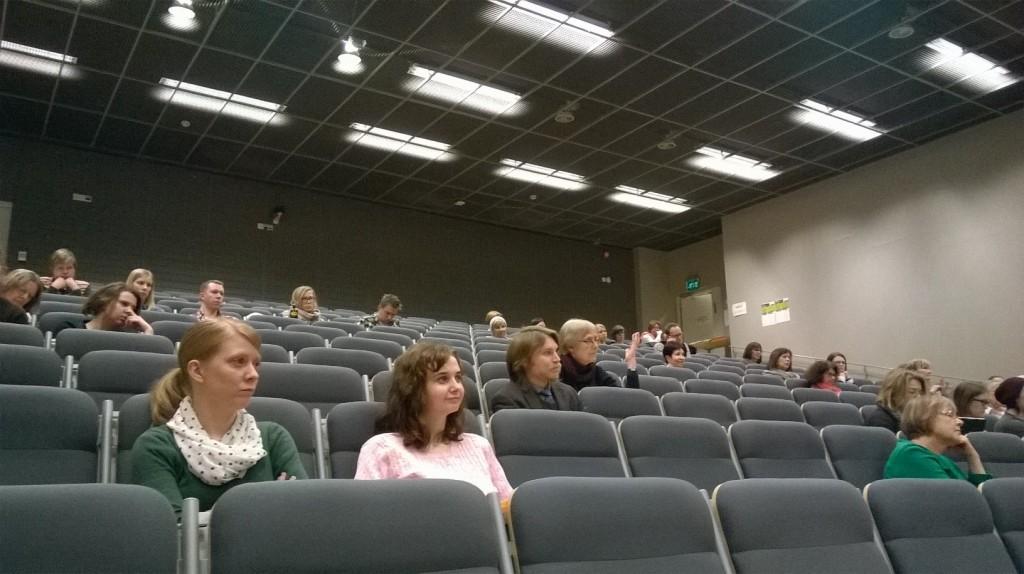 Yleisöä Turussa.